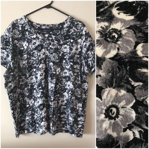 🕗FINAL PRICE🕗Jones NY B/W Floral T-Shirt